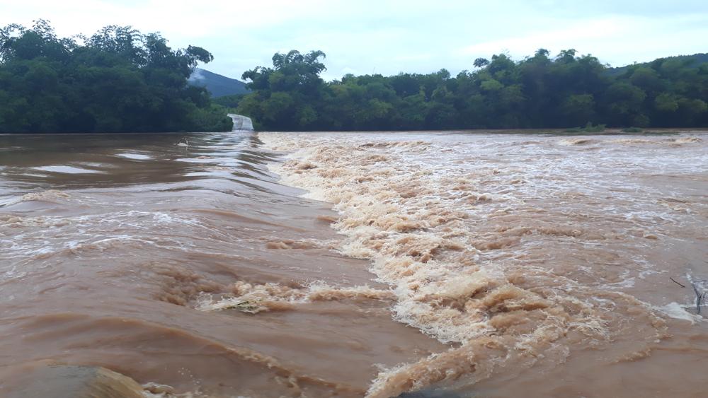 Sơn Động tiếp tục mưa to, hơn 20  thôn bị chia cắt, nhiều nhà dân bị ngập