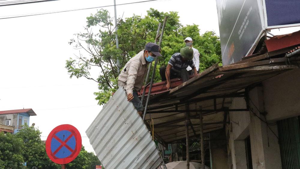 Giải tỏa vi phạm hành lang giao thông tại xã Hồng Thái
