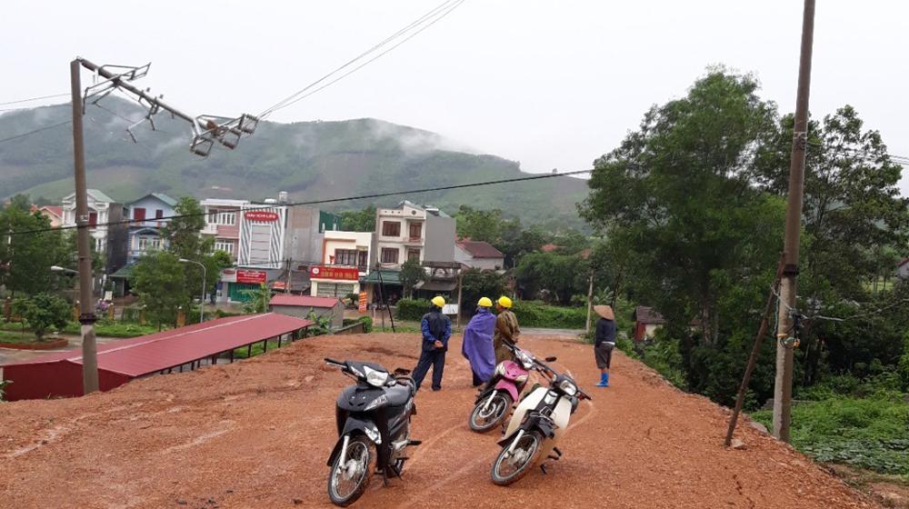 Sơn Động: Gãy cột điện cao thế gây mất điện toàn huyện