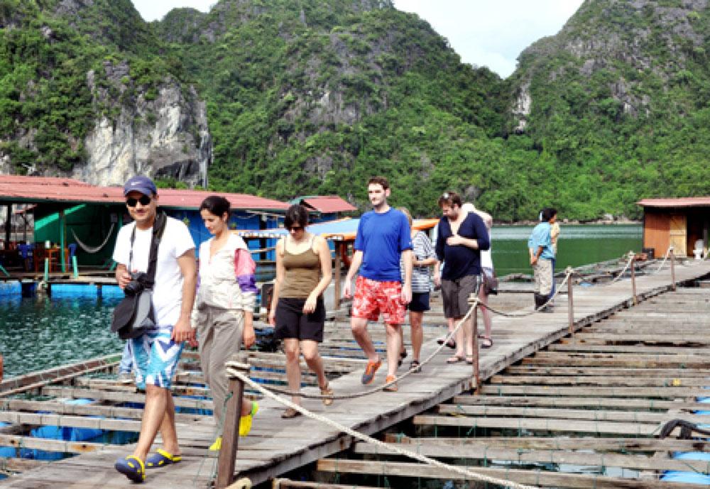 Vietnam tourism, North American tourists, hospitality enterprises,  high-potential market, face-to-face meetings, famous tourist destinations