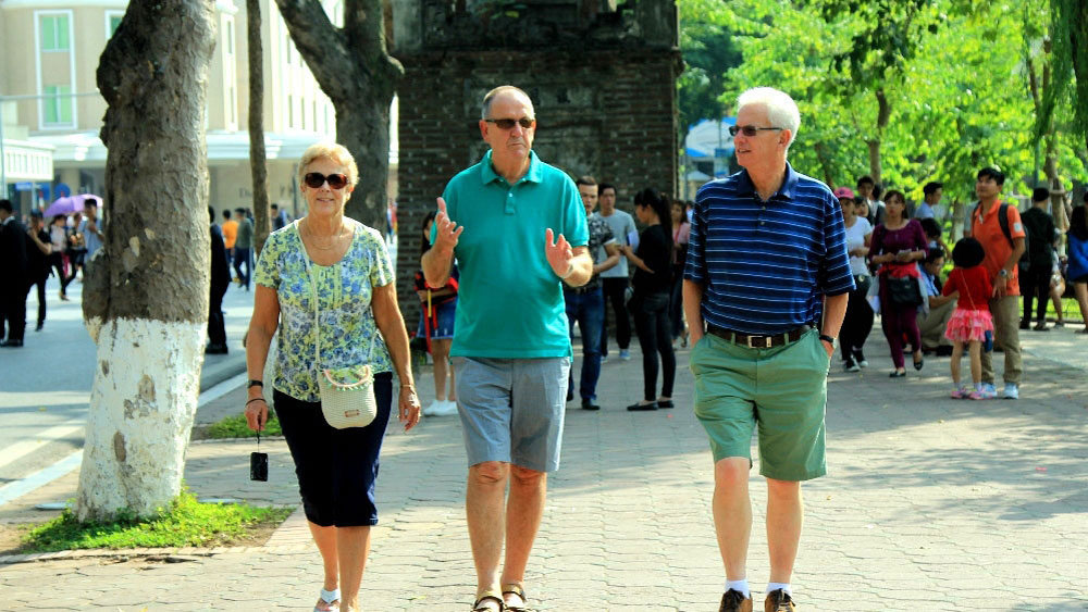 Vietnam welcomes nearly 8 million foreign tourists in first half