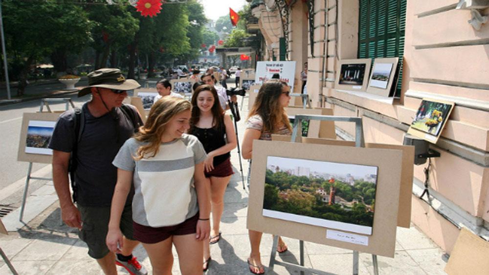 Khách du lịch đến Hà Nội tăng trưởng khá, đạt hơn 13,1 triệu lượt