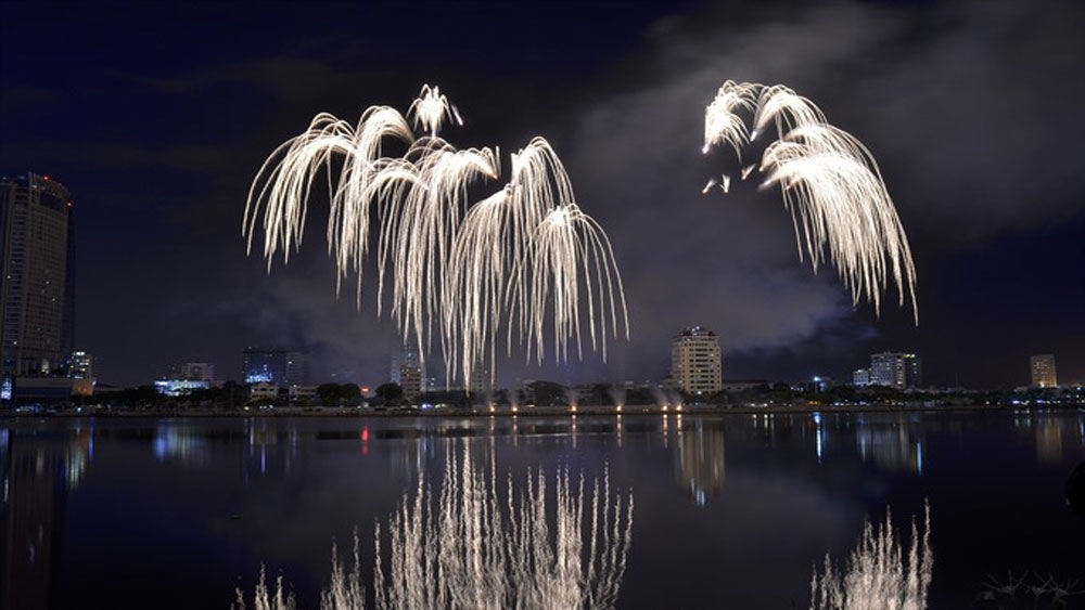 Italy, Da Nang, International Fireworks Festival 2018, Legend of Bridges, closing ceremony, spirit and enthusiasm, championship cup