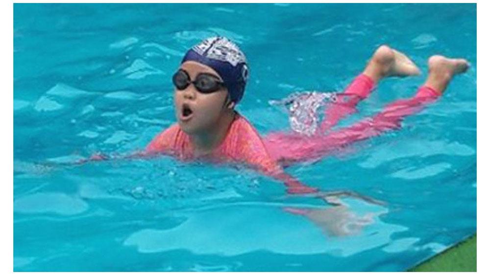 Cách phòng tránh bệnh cho trẻ đi bơi ngày nắng nóng