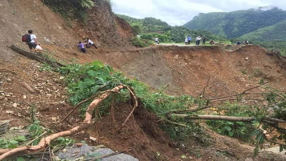Sharing difficulties with Ha Giang's flood victims