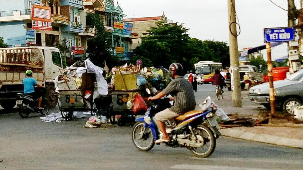 Ngổn ngang,  xe rác, đường Xương Giang, Bắc Giang
