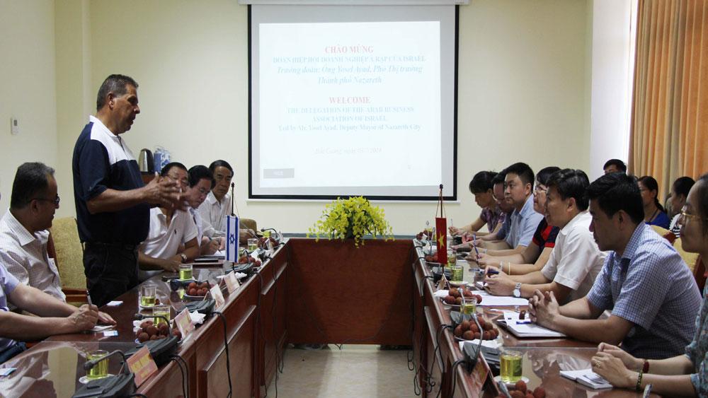 Đoàn công tác của Israel tham quan một số mô hình sản xuất tại Bắc Giang