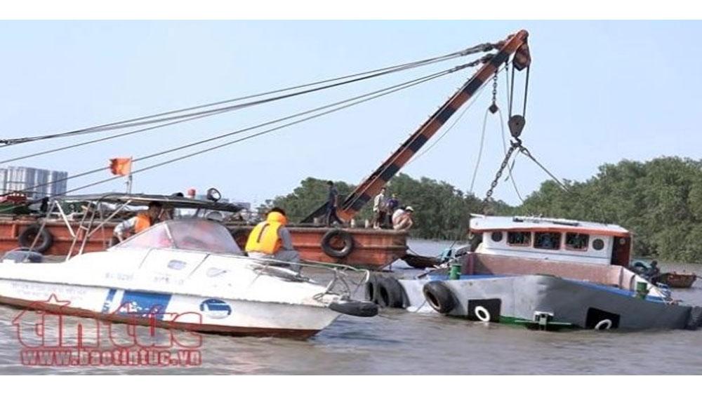 Sà lan va chạm tàu, chìm xuống sông Sài Gòn, hai người mất tích