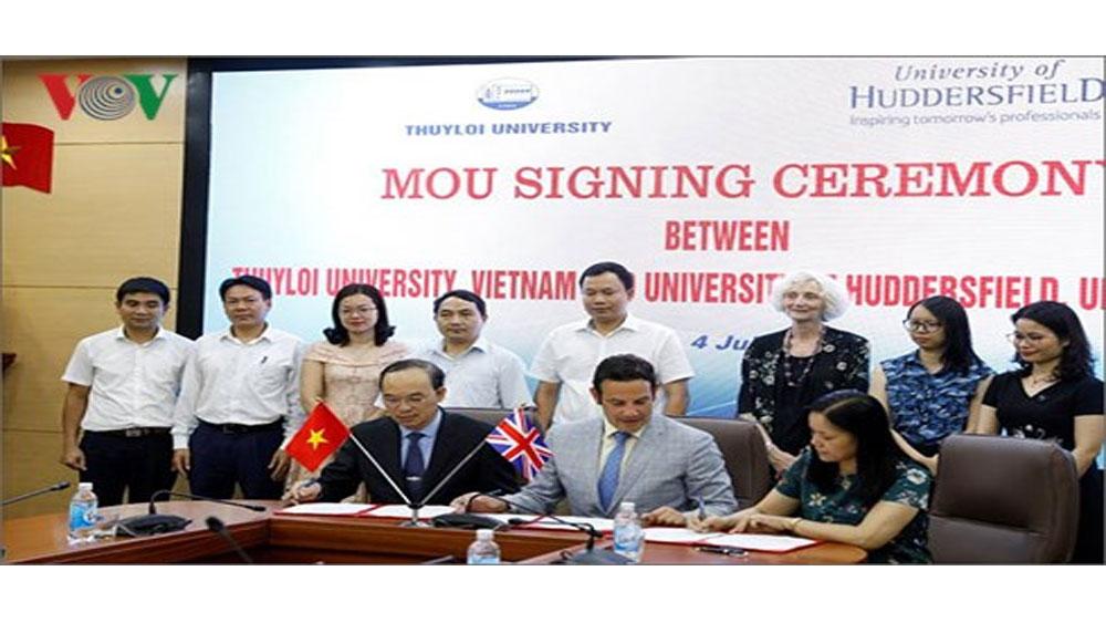Đại học Thủy lợi ký kết hợp tác với ĐH Huddersfield của Vương quốc Anh