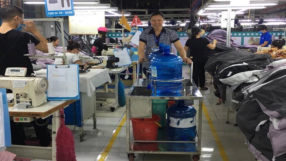 Công ty TNHH May Yên Thế: Chăm lo sức khỏe công nhân ngày nắng nóng