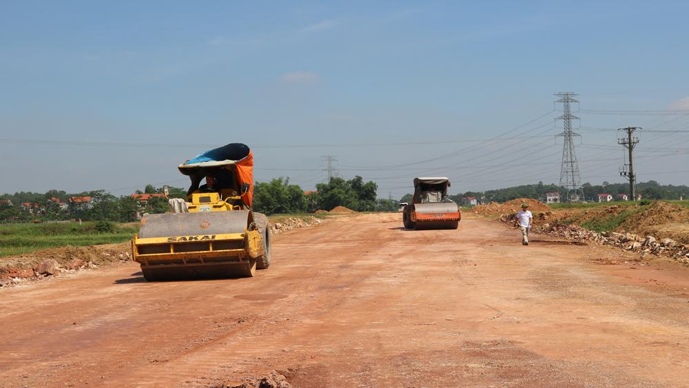 Công nhân xây dựng ứng phó với nắng nóng