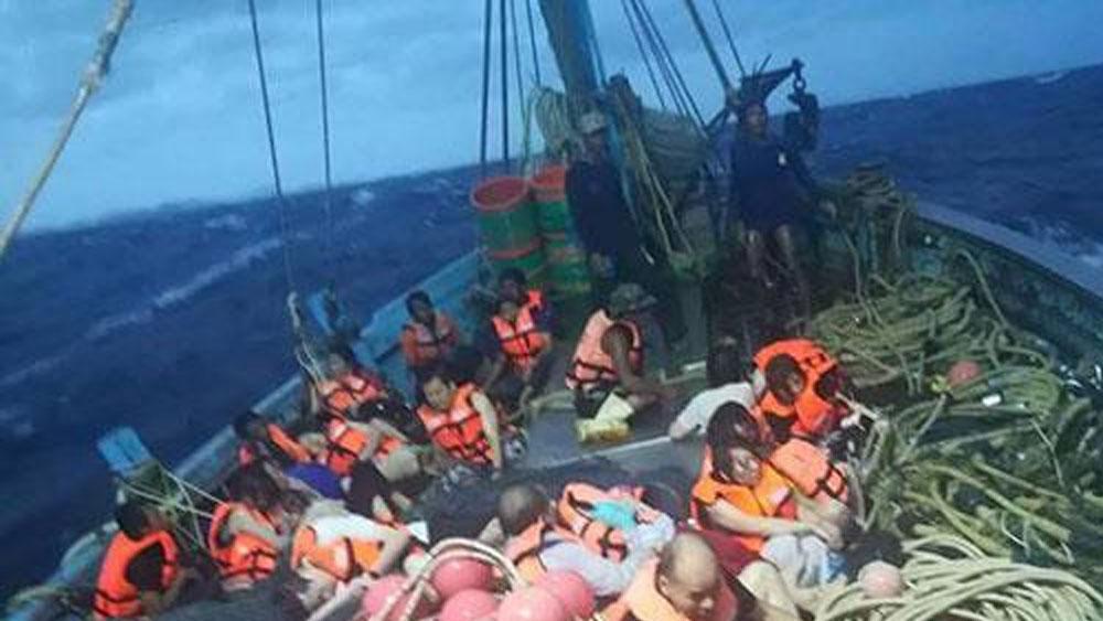 Lật tàu du lịch chở khách Trung Quốc ở Thái Lan