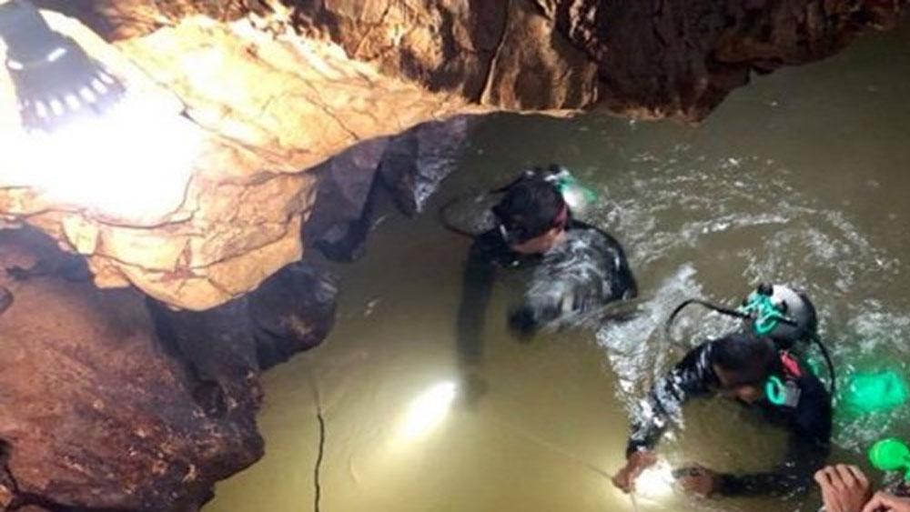 Hoàng gia Thái Lan trả toàn bộ chi phí đám tang người thợ lặn tử nạn