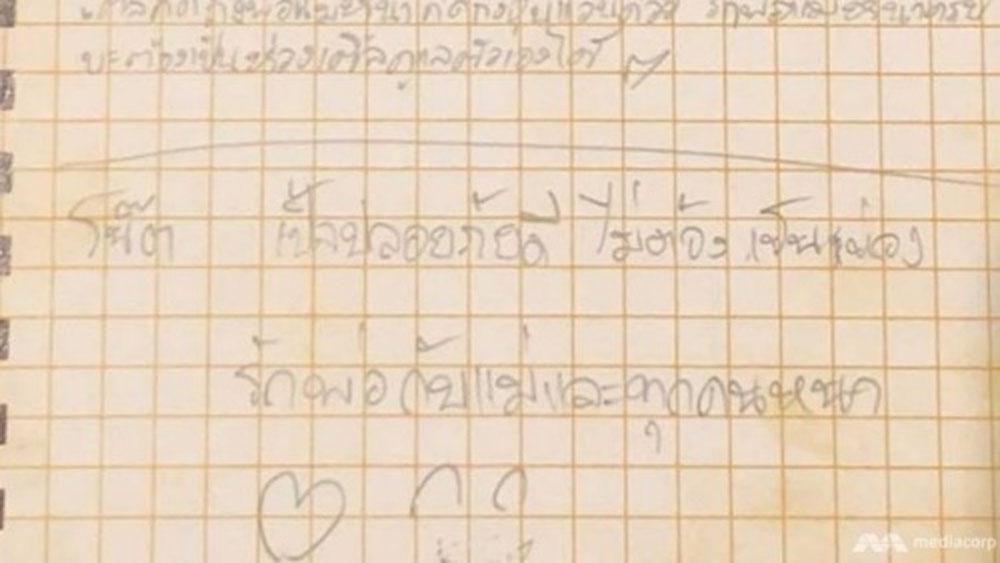 Đội bóng nhí Thái Lan gửi thư ra ngoài trấn an bố mẹ