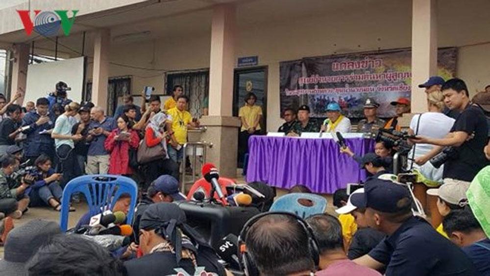Thái Lan bắt đầu giải cứu đội bóng nhí ra khỏi hang Tham Luang