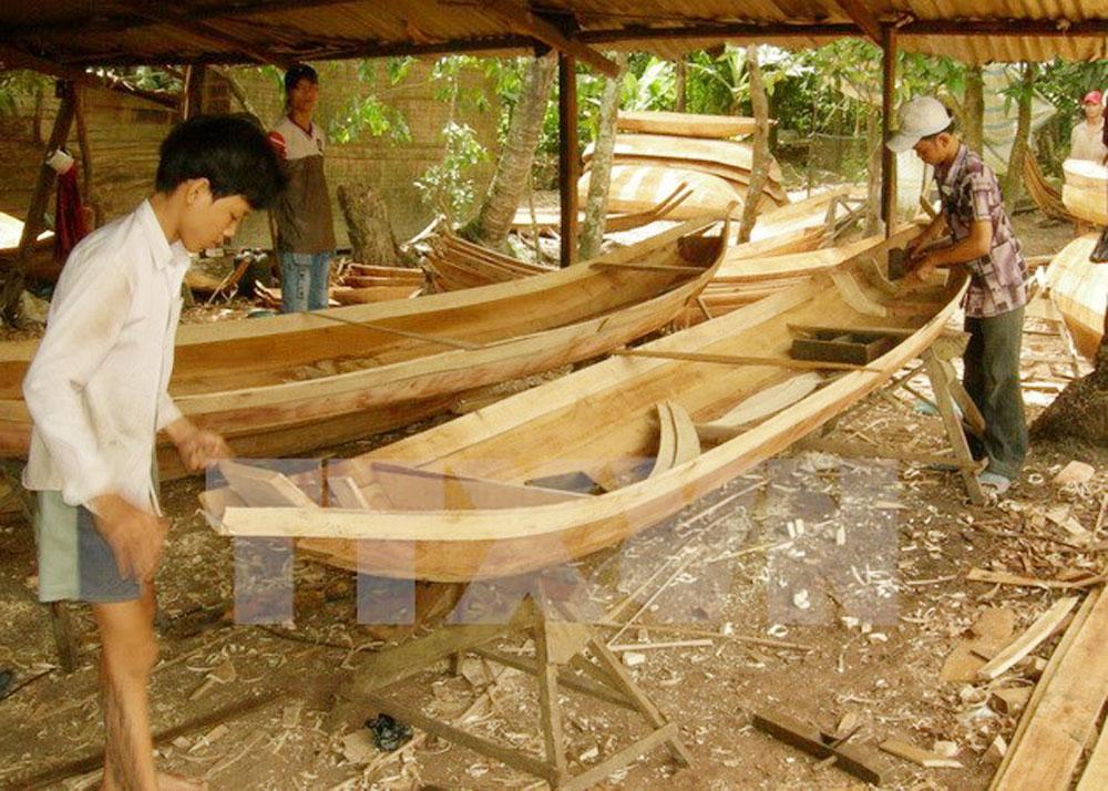 Dong Thap, six craft villages, preservation for tourism, tourism development, sedge mat weaving, rice flour making, boat building