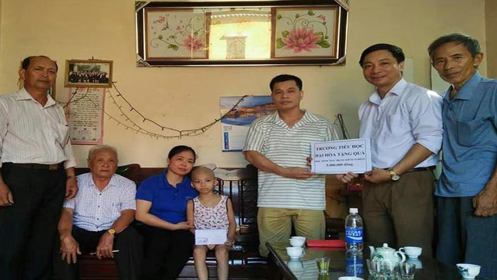 Trường tiểu học Đại Hóa,  trao tiền hỗ trợ cho học sinh, mắc bệnh hiểm nghèo