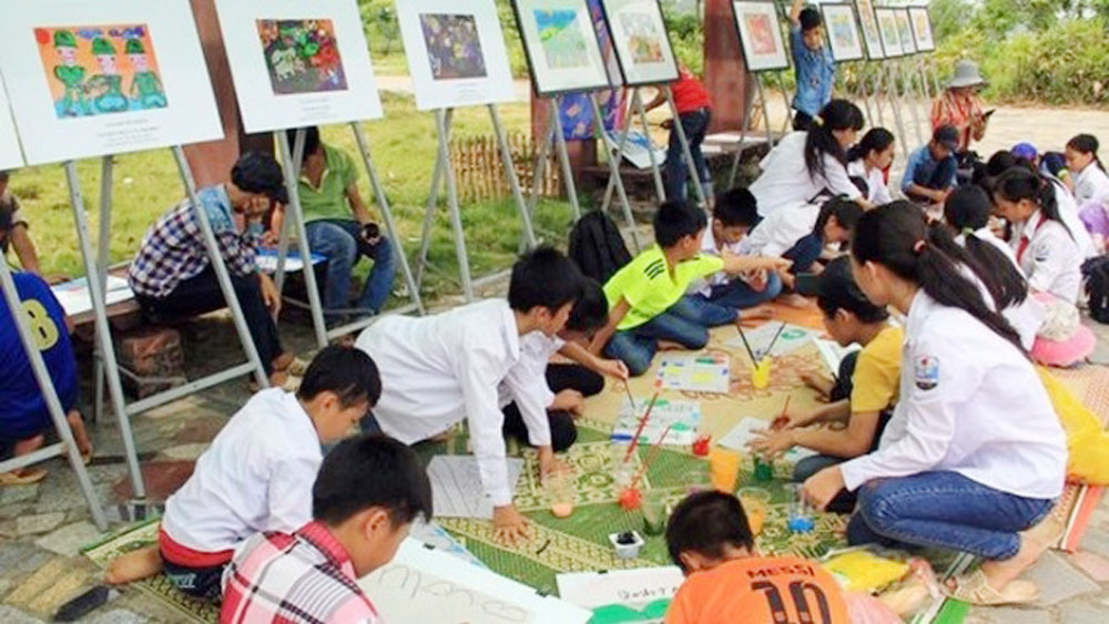 Ethnic village entertains children with assorted summer activities