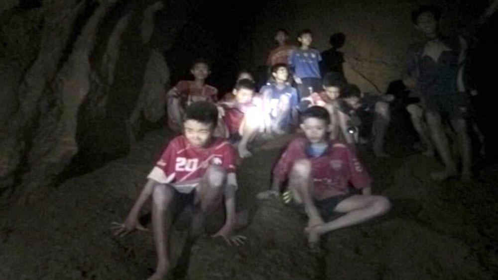 Các thành viên đội bóng thiếu niên Thái Lan sẽ phải nằm viện điều trị một tuần