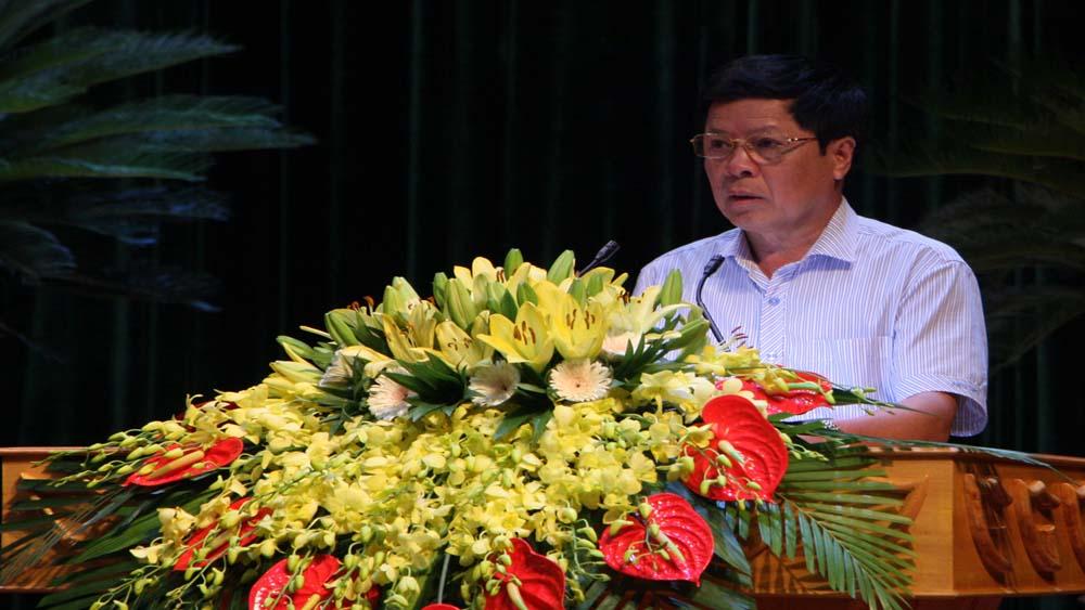 Ông Bùi Thế Sơn, Giám đốc Sở Giao thông - Vận tải thảo luận về nội dung quy hoạch hạ tầng giao thông.