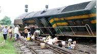 Tàu hỏa đâm trâu thả rông, đường sắt Bắc – Nam lại tê liệt nhiều giờ