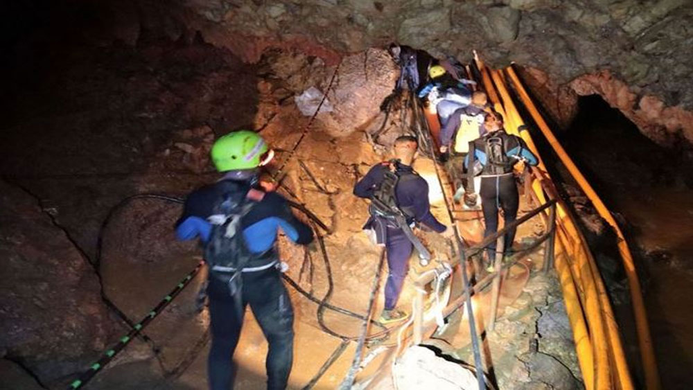 Thái Lan, bắt đầu, chiến dịch, cứu 5 người, cuối cùng, hang Tham Luang