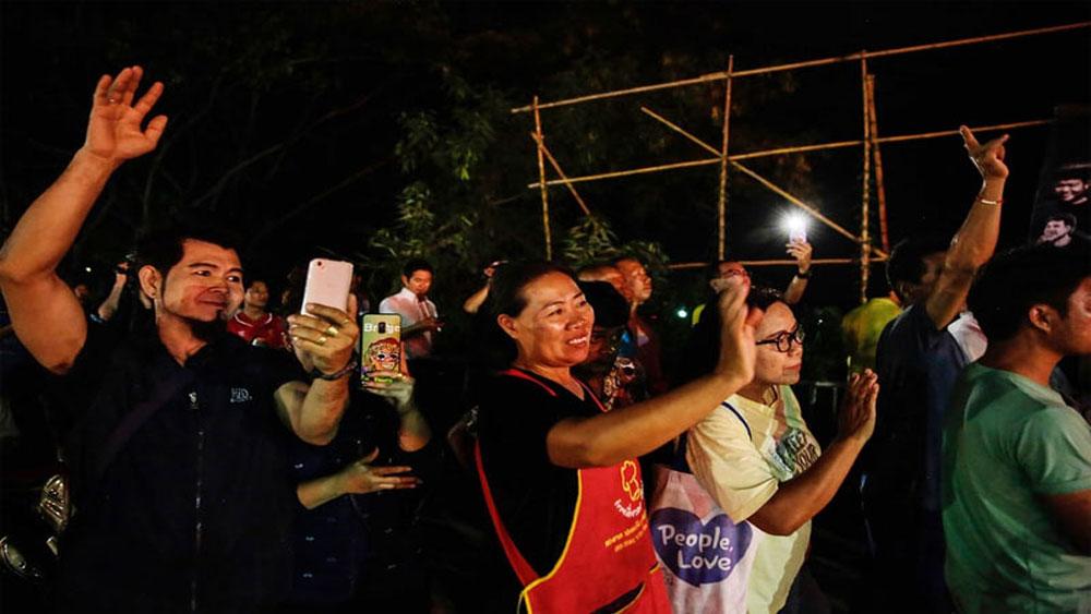 Thế giới, vỡ òa, niềm vui, giải cứu, thành công, đội bóng Thái