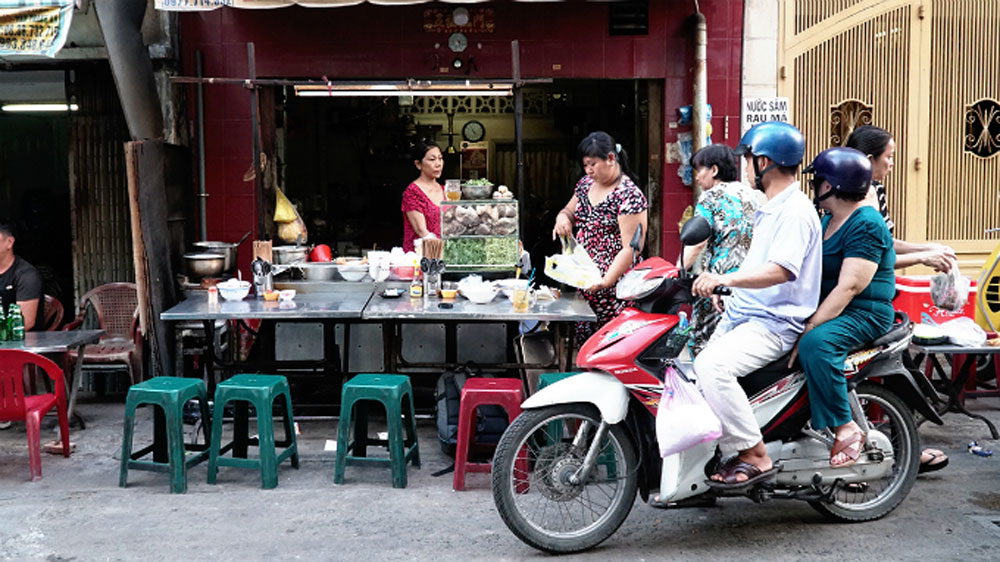 Sour note, pho, new high, tamarind twist, iconic noodle soup, pleasant surprise, food lovers, street-side stall, distinctive dish