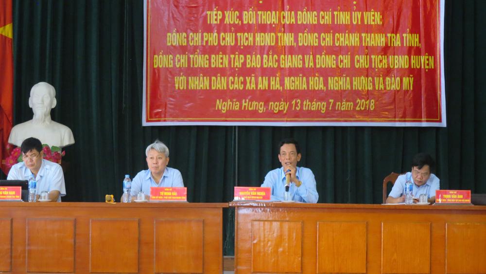 Các đồng chí Tỉnh ủy viên giải đáp, làm rõ nhiều vấn đề nhân dân quan tâm