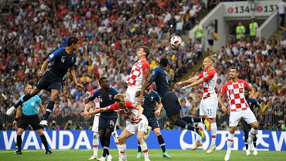 Croatia lại thủng lưới từ các pha bóng cố định.