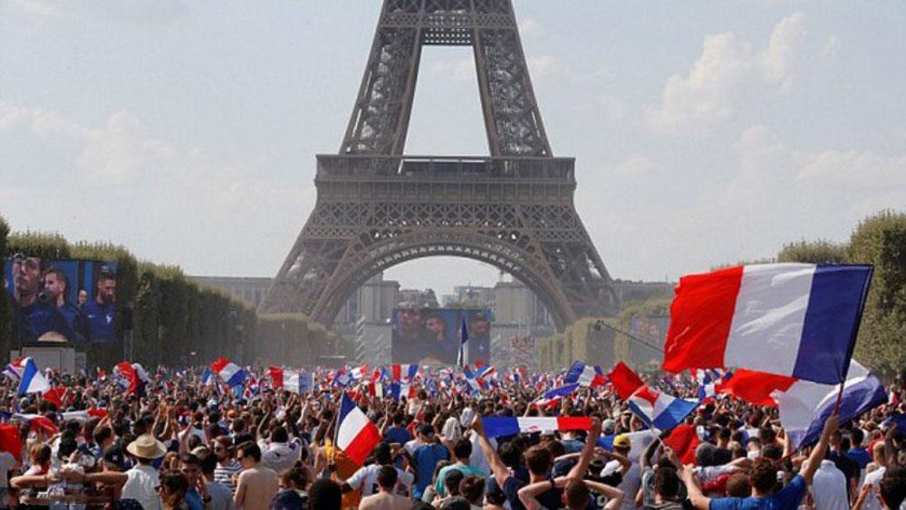 """Paris """"rung chuyển"""" mừng tuyển Pháp vô địch World Cup 2018"""