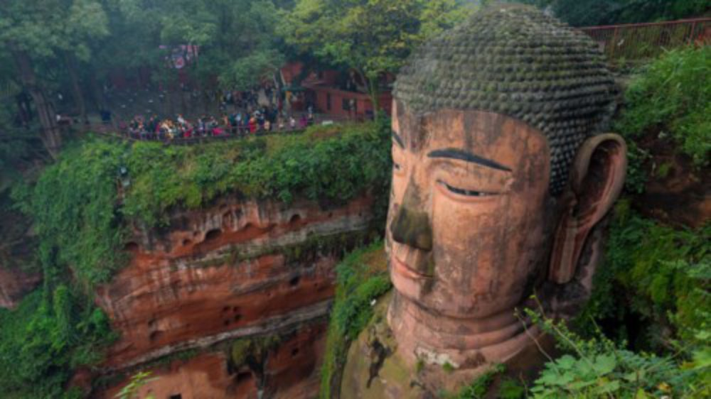 Các khu di tích đạo Phật, ẩm thực và những chú gấu trúc đáng yêu đã giúp tỉnh Tứ Xuyên ở Trung Quốc lọt vào danh sách 10 điểm đến hấp dẫn nhất châu Á năm 2018 do Lonely Planet bình chọn.