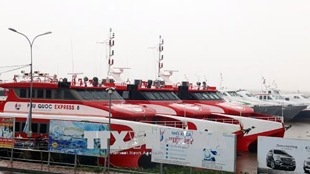Ngưng hoạt động tàu cao tốc, hàng ngàn hành khách mắc kẹt ở Phú Quốc