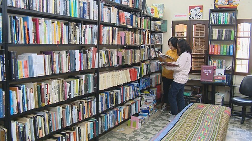 Bookworm,  English-language, book lovers, Best English bookstore, heaven for bookaholics,  book exchange,  foreign and domestic readers