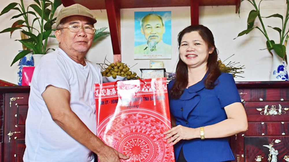 Meaningful activities to pay tribute to national contributors