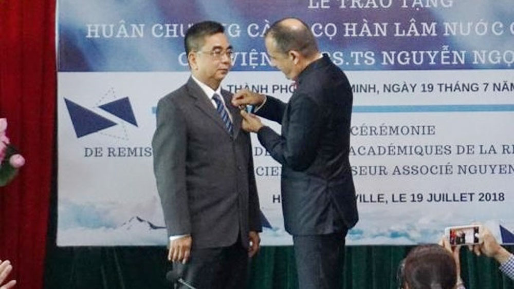 French Order of Academic Palms conferred on Vietnamese Associate Professor
