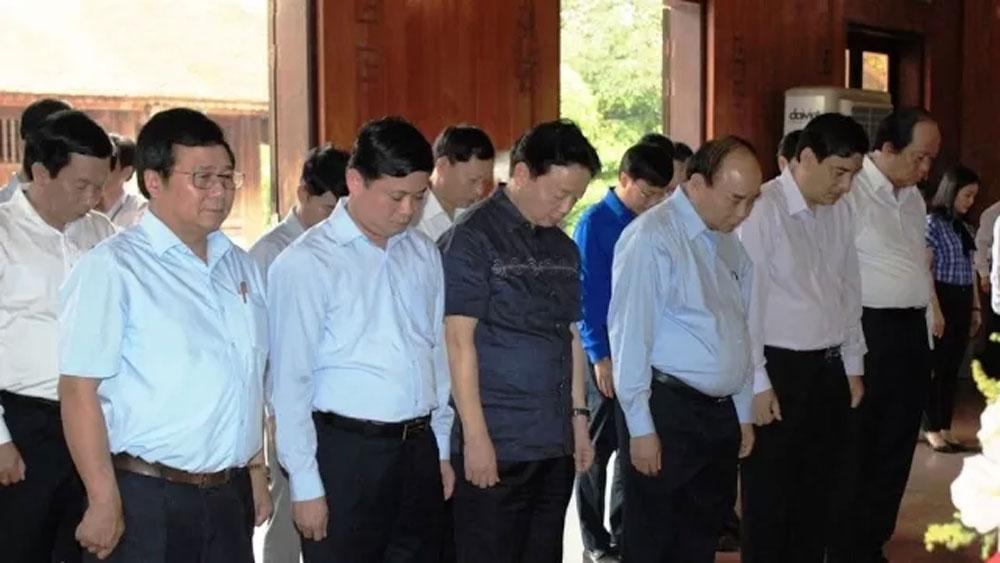 Thủ tướng Nguyễn Xuân Phúc dâng hương tưởng niệm Chủ tịch Hồ Chí Minh và tri ân các Anh hùng liệt sĩ