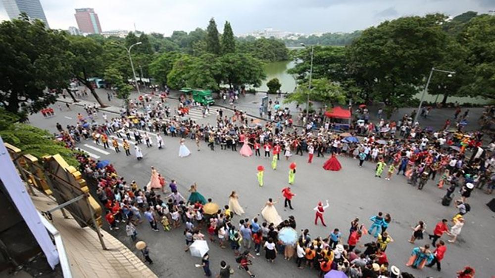 5.000 người diễu hành nhân ngày sáp nhập Hà Nội – Hà Tây