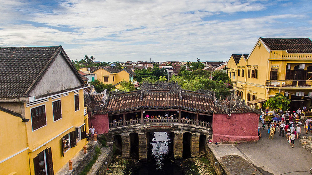 Walk for a minute in enchanting Hoi An
