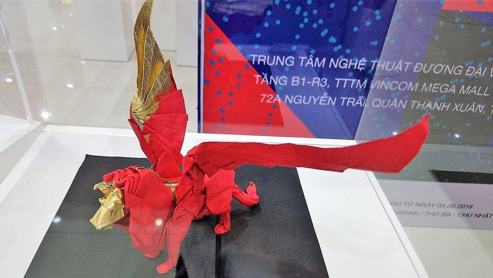Origami art works, display, Hanoi, Vietnamese artists, real animals, mythological figures, birds, dragon and unicorn