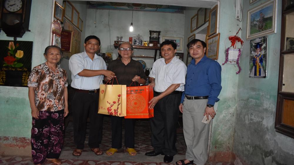 Thăm, tặng quà Mẹ Việt Nam Anh hùng, Anh hùng lực lượng vũ trang nhân dân