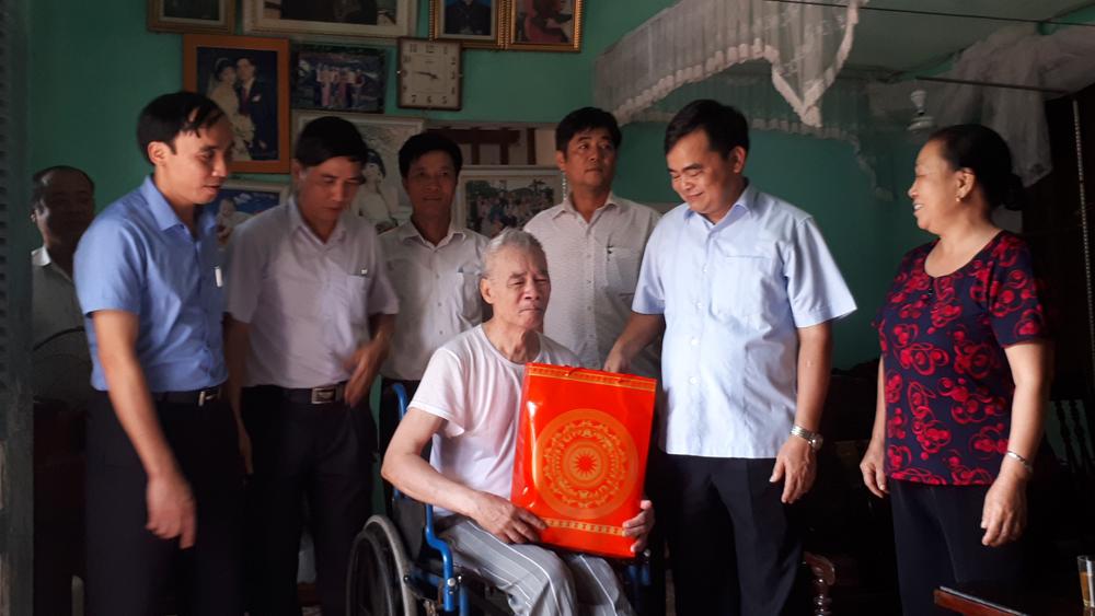 Lãnh đạo huyện Lục Nam thăm, tặng quà thương, bệnh binh