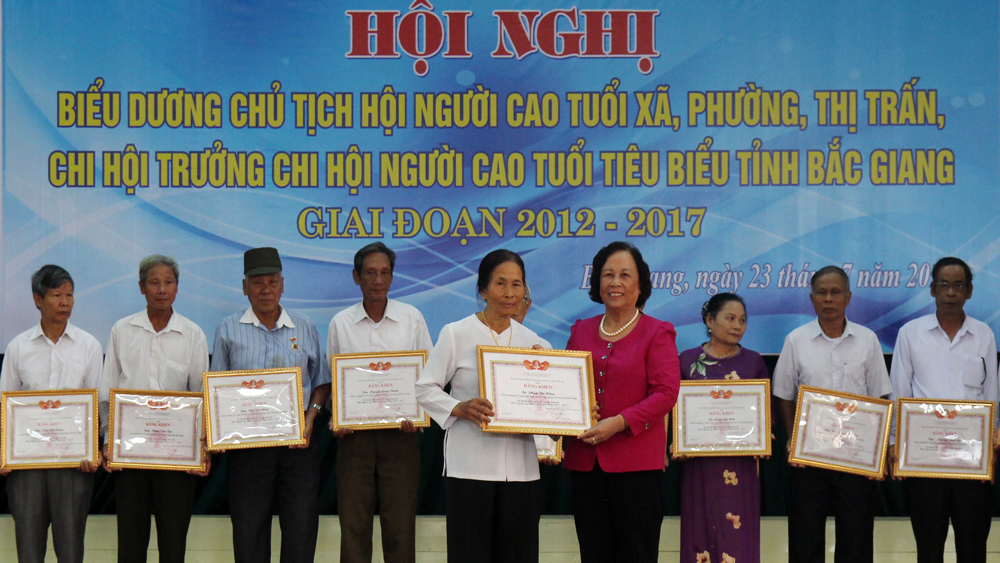 Bac  Giang honors 150 outstanding officials of Elderly Associations