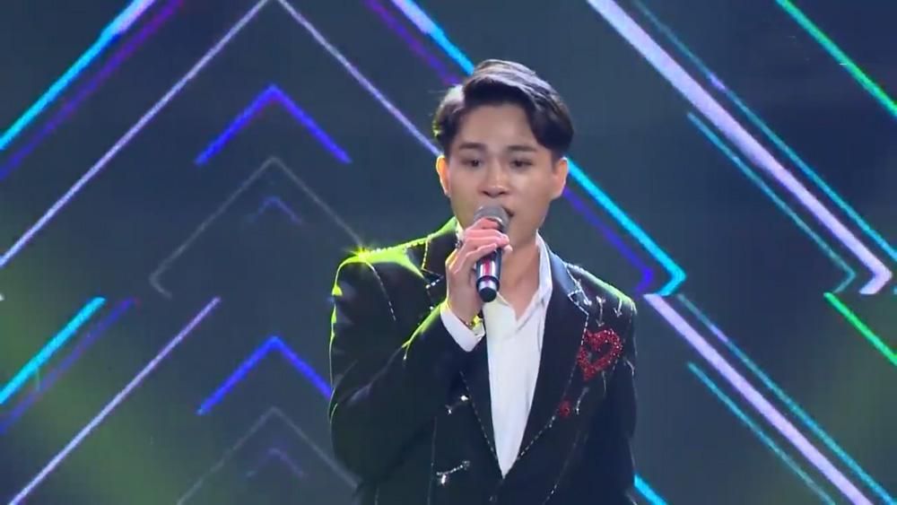 """Chàng trai Bắc Giang hát """"cô gái vót chông"""" làm giám khảo đứng ngồi không yên"""