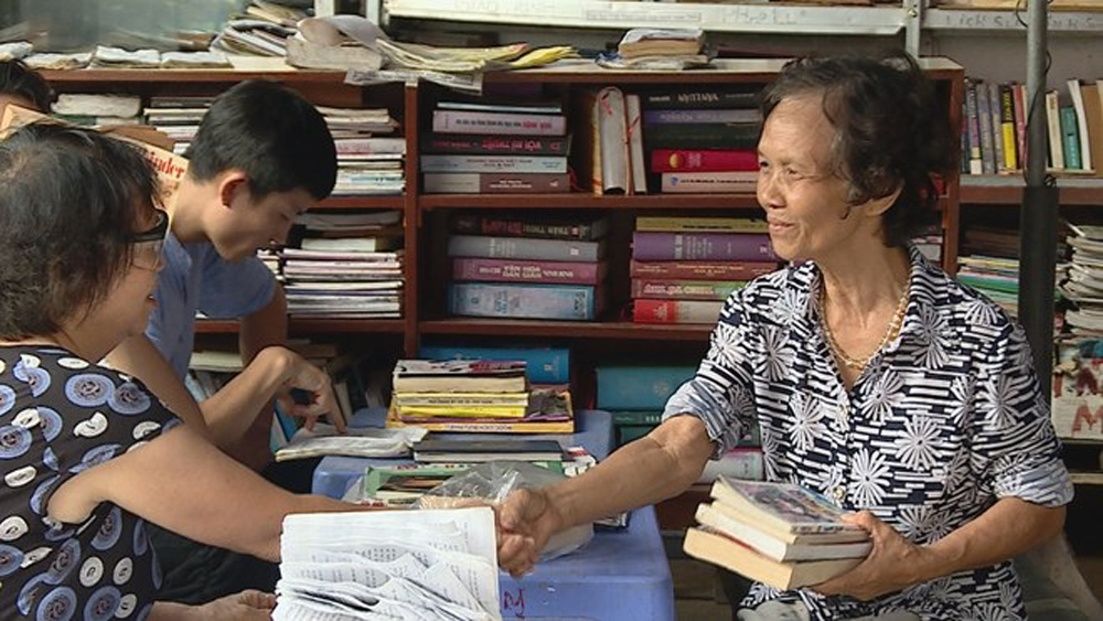 Retired lecturer helps promote reading culture