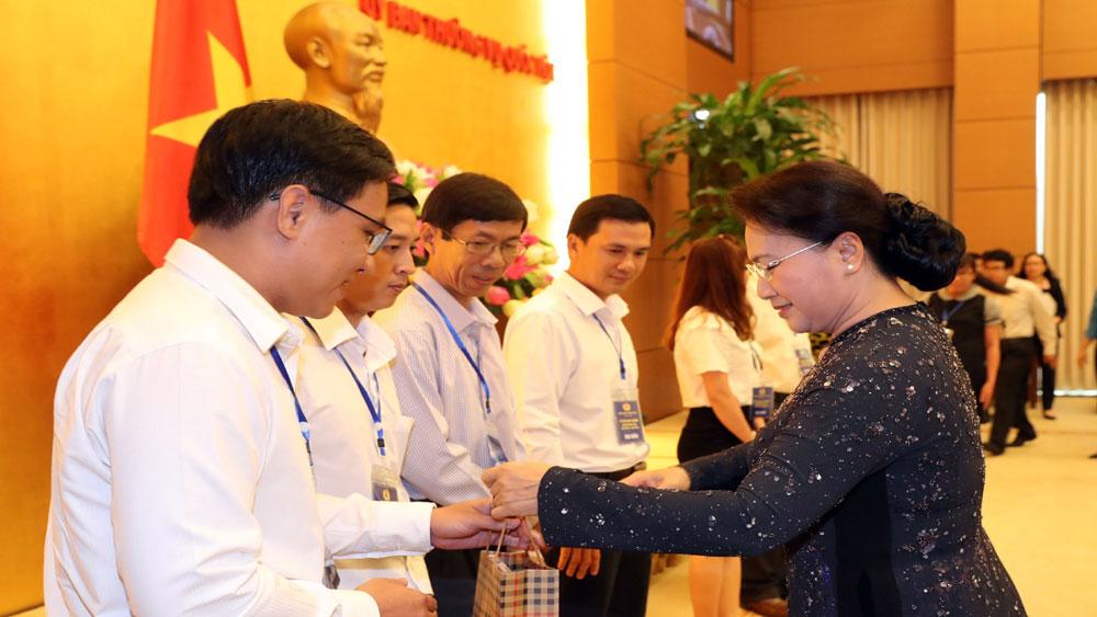 Chủ tịch Quốc hội Nguyễn Thị Kim Ngân gặp mặt 70 công nhân, lao động tiêu biểu