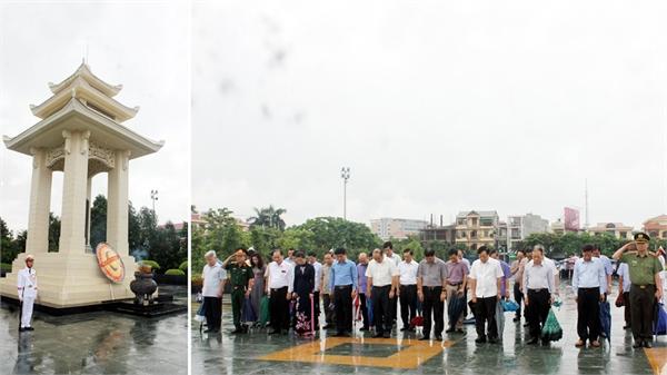 Đoàn đại biểu Tỉnh ủy, HĐND, UBND, Ủy ban MTTQ, Đoàn ĐBQH tỉnh dâng hương tưởng niệm các Anh hùng liệt sĩ
