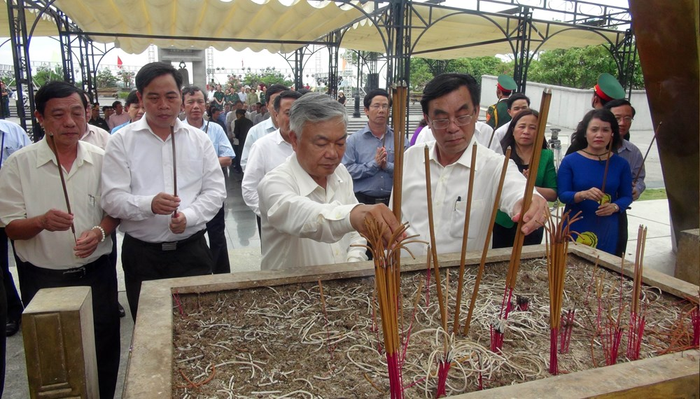 Nationwide tribute, fallen soldiers, martyrs' day, Incense offering, candle lighting, Vietnam War Invalids