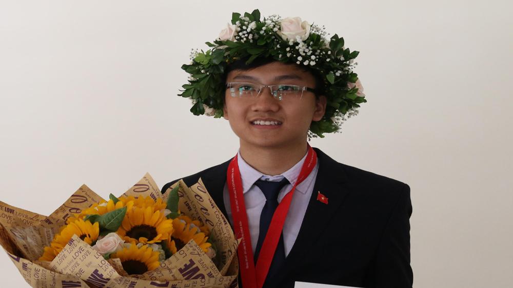 Em Trịnh Duy Hiếu giành Huy chương Bạc Olympic Vật lý quốc tế năm 2018
