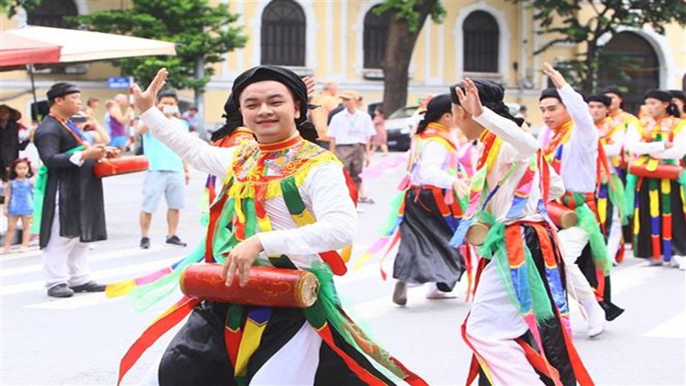 Street festival, 10 years, Hanoi's boundary adjustment, large street festival, pedestrian streets, Hoan Kiem Lake, Quintessence of Hanoi, Converging and Shining, traditional dances